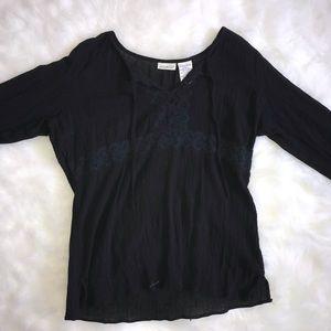 White stag black long sleeve shirt